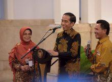 Presiden Joko Widodo berdialog dengan pemenang penghargaan Adhi Karya Pangan (dok. sekretariat kabinet)