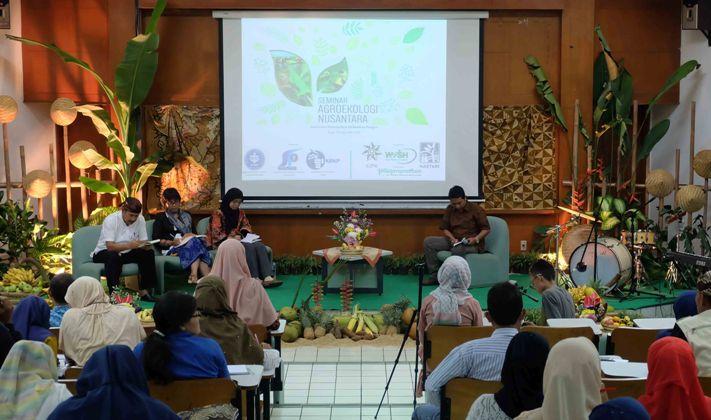 Pemaparan konsep agroekologi sebagai alternatif konsep pertanian yang mampu menjawab tantangan perubahan iklim (dok. villagerspost.com/hariadi propantoko)