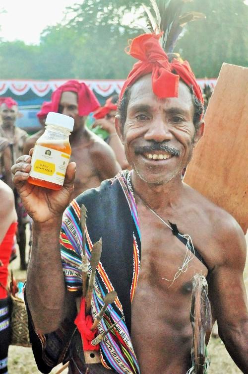Acara pemecahan rekor minum madu hutan dengan peserta terbanyak (dok. juananda kopayona)