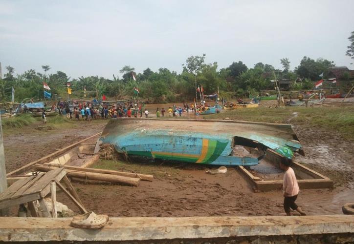 Kapal nelayan di Kendal yang rusak akibat terjadinya badai dan banjir bandang (dok, kiara)