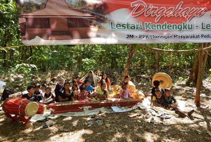 Aksi warga Kendeng menolak pendirian pabrik semen (dok. omah kendeng)