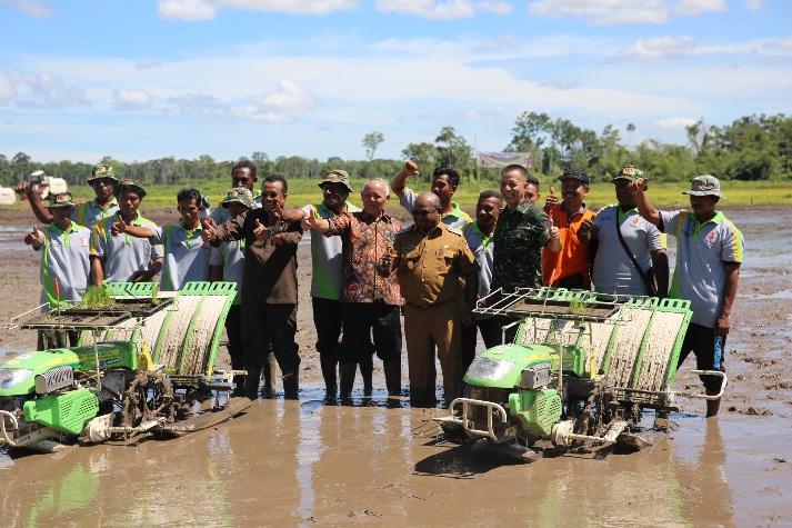 Pembukaan musim tanam padi di Merauke (dok. kementerian pertanian)