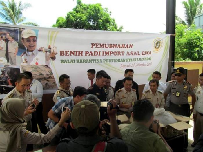 Pemusnahan benih asal China di balai Karantina Manado (dok. karantina manado)