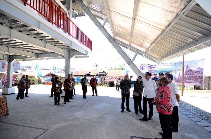 Presiden Joko Widodo meninjau proyek revitalisasi pasar tradisional (dok. kantor staf kepresidenan)