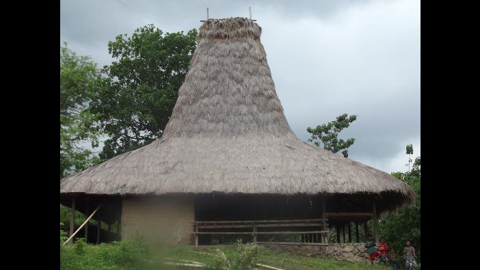 Uma page atau rumah intar, rumah adat temat masyarakat bertemu, saling berbagi ilmu (dok. villagerspost.com/rahmat adinata)