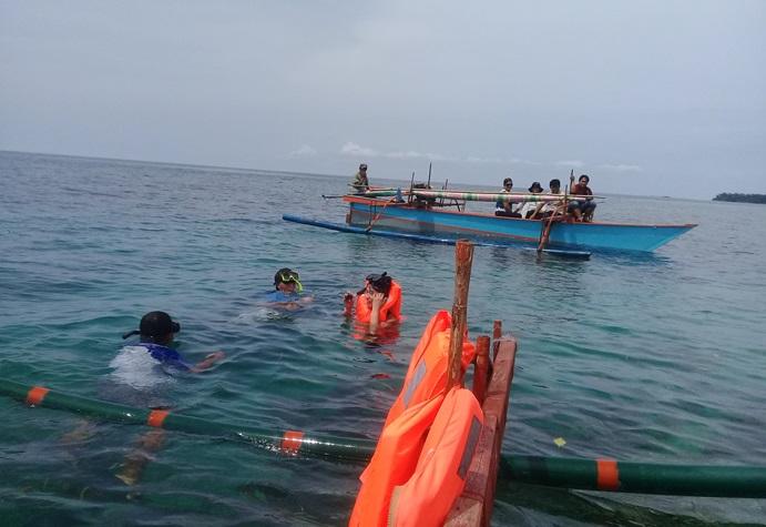 Rombongan Kedutaan Swiss-SECO juga mengunjungi kawasan pengelolaan perikanan berkelanjutan nelayan Bunaken (dok. villagerspost.com/eko handoyo)