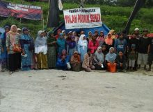 Warga Sukoronto Wetan iktu menolak pendirian pabrik semen di Rembang (dok. daulathijau.org)