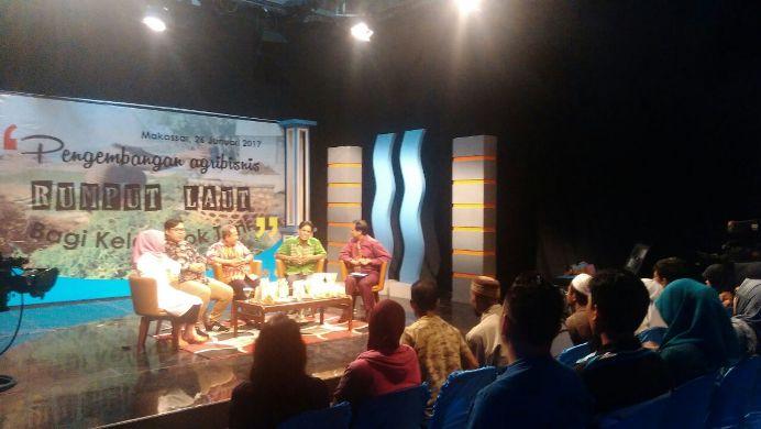 Acara diskusi membangun agribisnis rumput laut di studio TVRI Makassar (dok. villagerspost.com/suharjo)