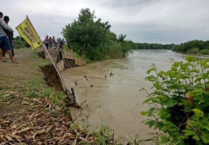 Air Sungai Pemali, Brebes, Jawa Tengah meluap (dok. villagerspost.com/bangkit nugroho sylendra)