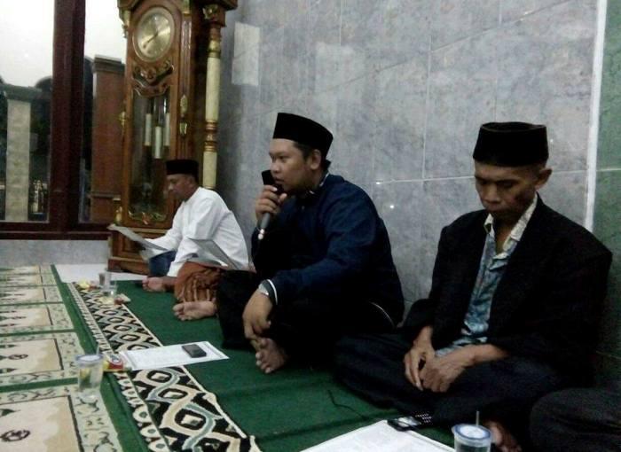 Alim ulama menghadiri acara doa bersama (dok. villagerspost.com/tatang tarsono)