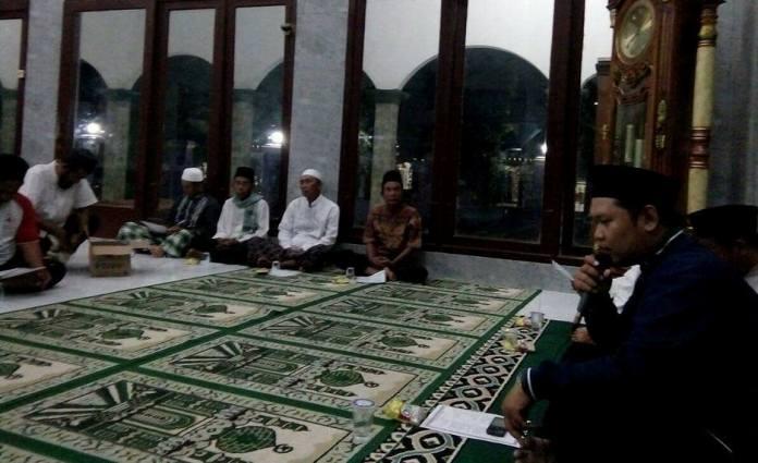Acara doa bersama berlangsung khidmat dan khusyu' (dok. villagerspost.com/tatang tarsono)