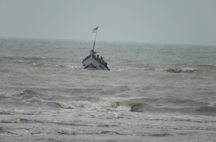 Nelayan melaut di tengah cuaca ekstrem (dok. kiara)