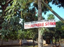 Plang berisi protes warga atas pendirian pabrik Semen Indonesia (dok. rembang.org)