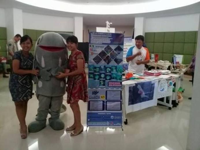 Stand kelompok Cahaya Tatapaan untuk melakukan ekspose kegiatan kelompok membangun perikanan berkelanjutan berbasis akar rumput (dok. villagerspost.com/eko handoyo)