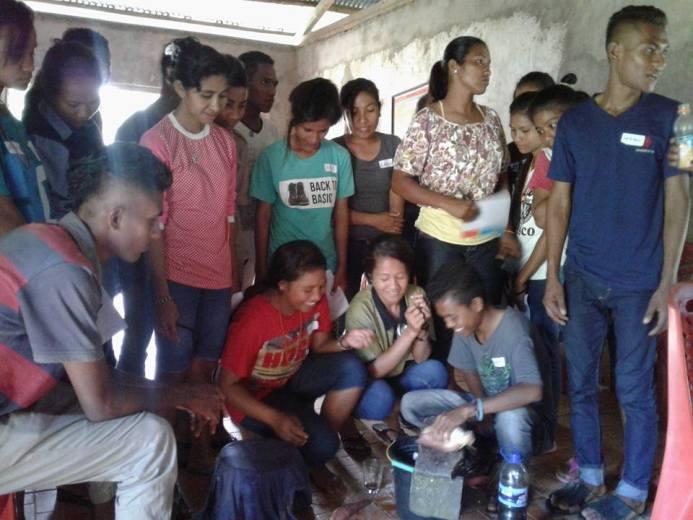 Praktik membuat pestisida organik (dok. villagerspost.com/rahmat adinata)