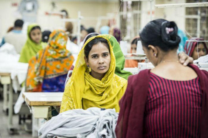 Pekerja perempuan di negara dunia ketiga (dok. oxfam australia)