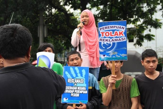 Aksi nelayan dan perempuan nelayan menolak reklamasi (dok. solidaritas perempuan)